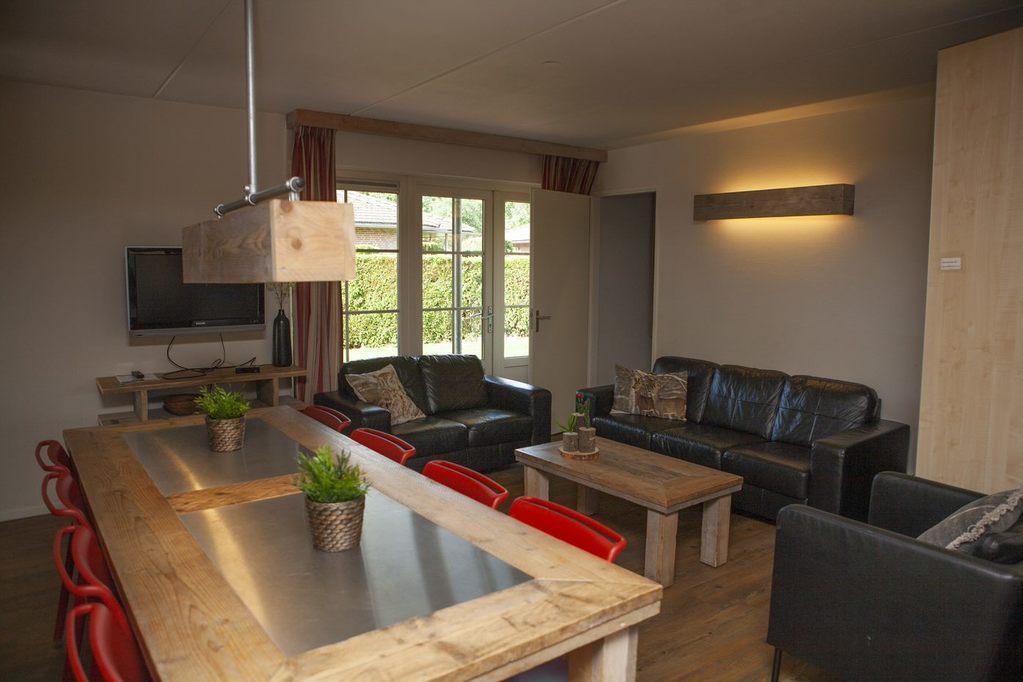 Heerlijke 8-persoons bungalow op park in Voorthuizen Veluwe