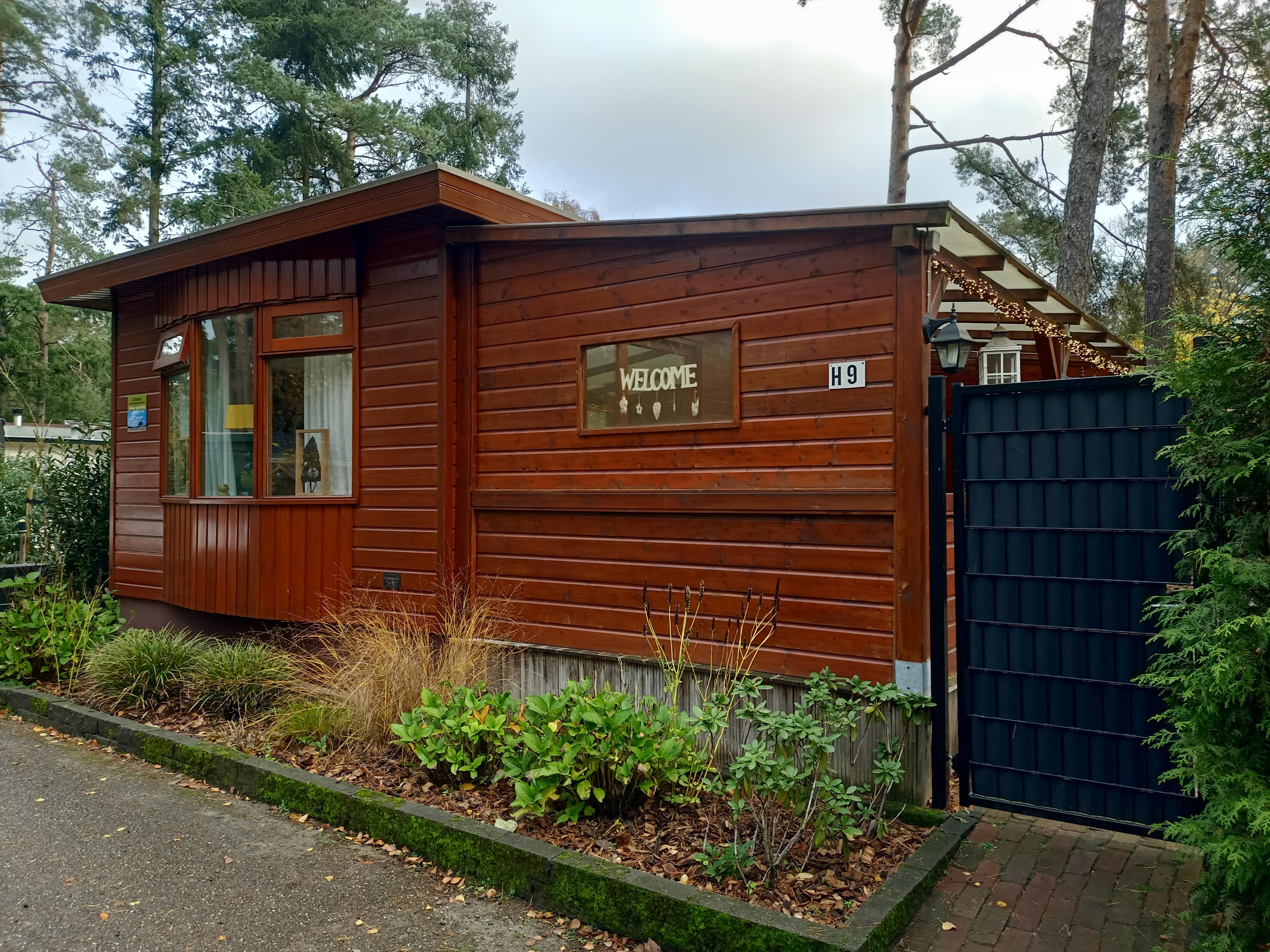 Vakantiehuisje in Doornspijk op Bospark met veranda en omheinde tuin
