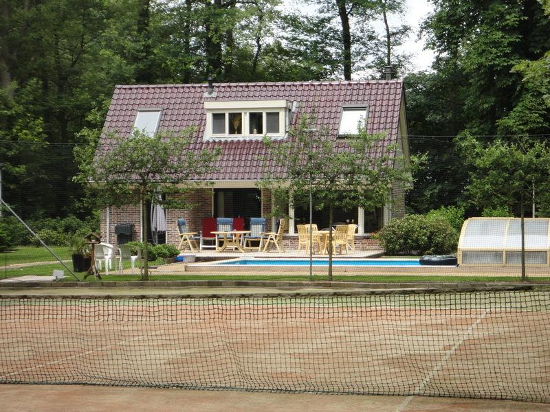 Vakantievilla met sauna zwembad,hottub en tennisbaan in Oldebroek Veluwe